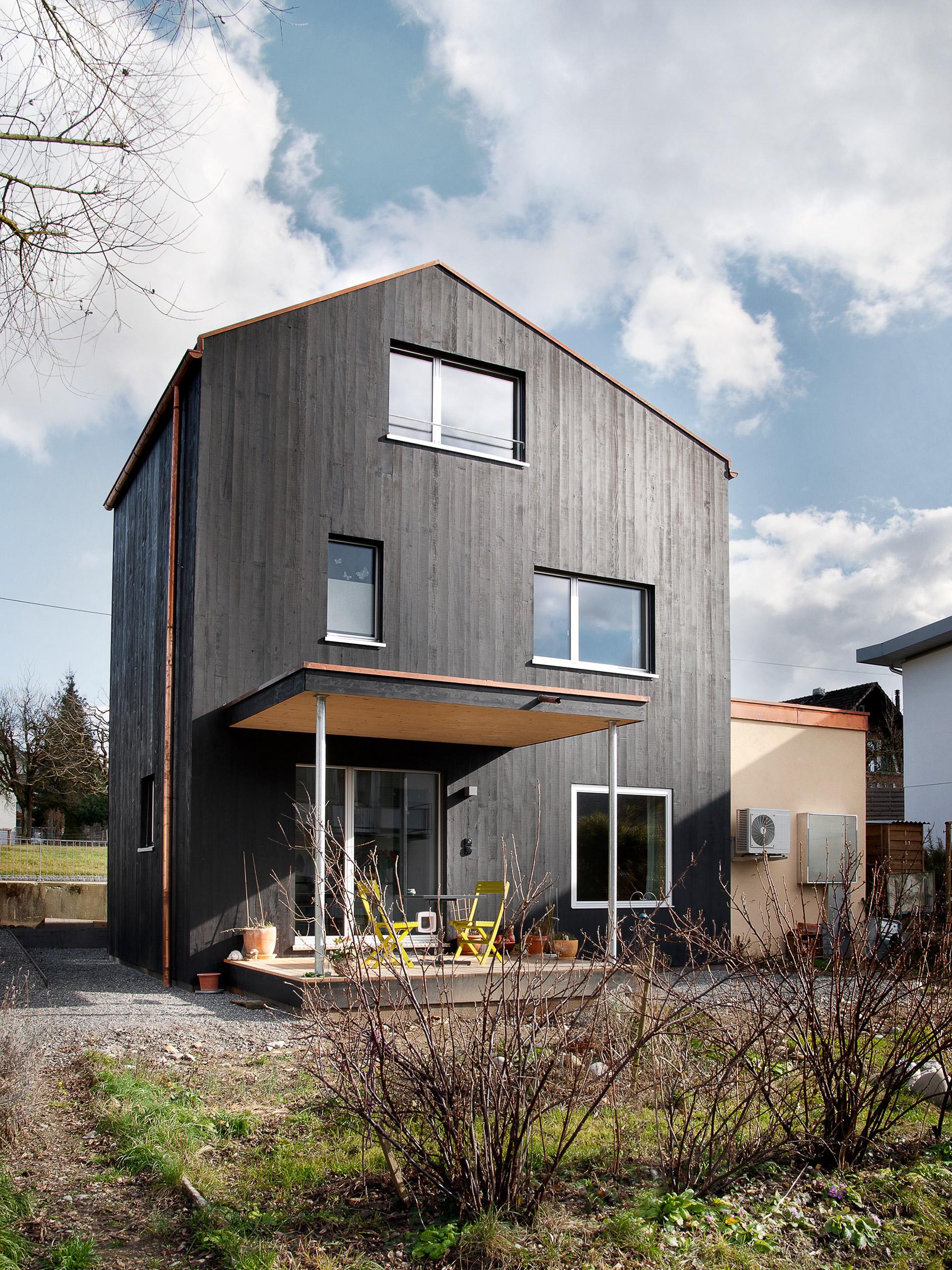 schaerholzbau ag drei geschosse drei zimmer ein haus schafisheim. Black Bedroom Furniture Sets. Home Design Ideas